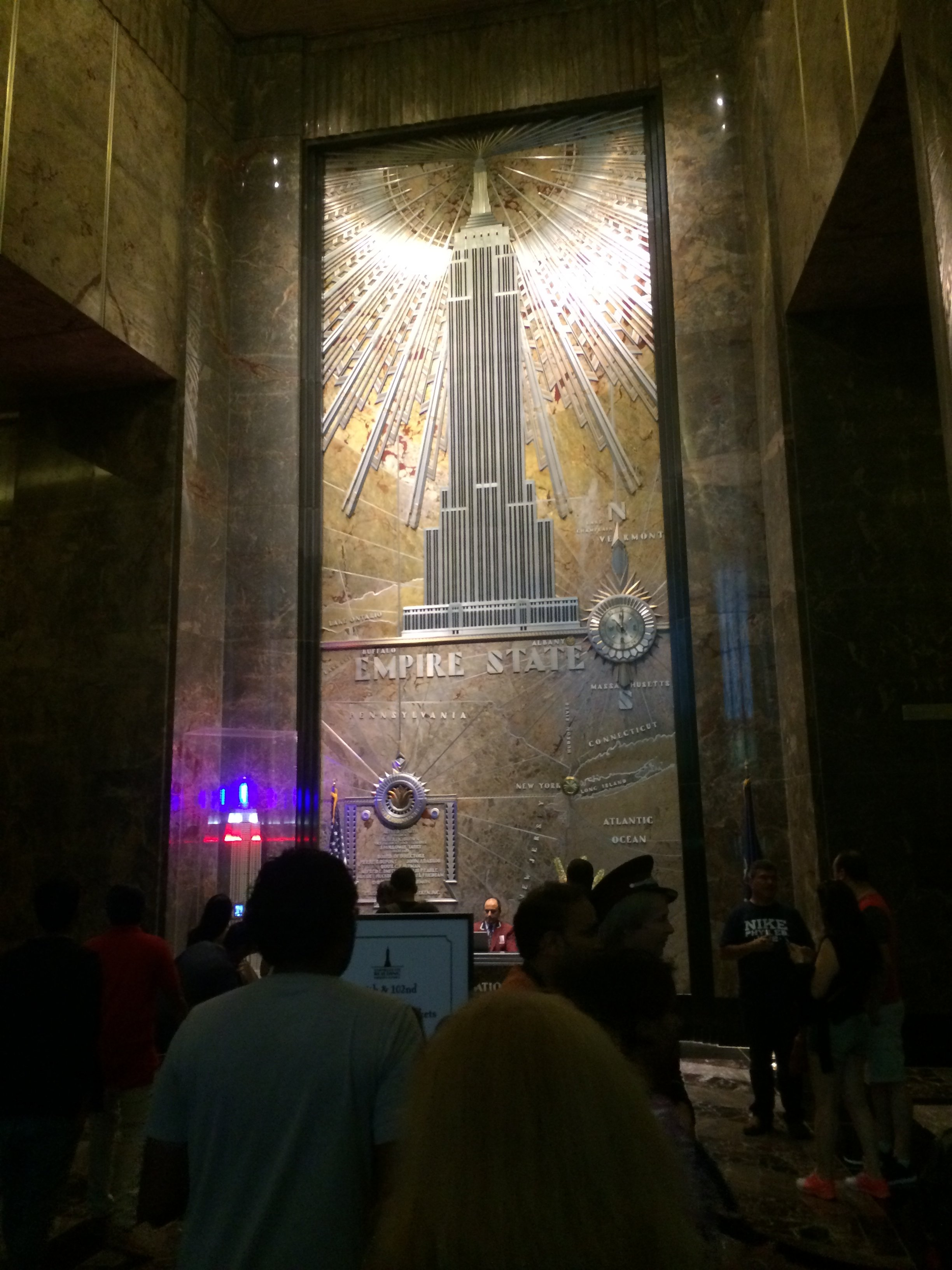 The glorious art-deco ESB lobby. Hmm... reminds me a bit of Hell Cab (the game), doesn't it?